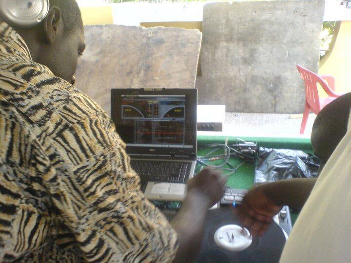 Popular Kumasi DJ, Apuzo testing Black DJ
